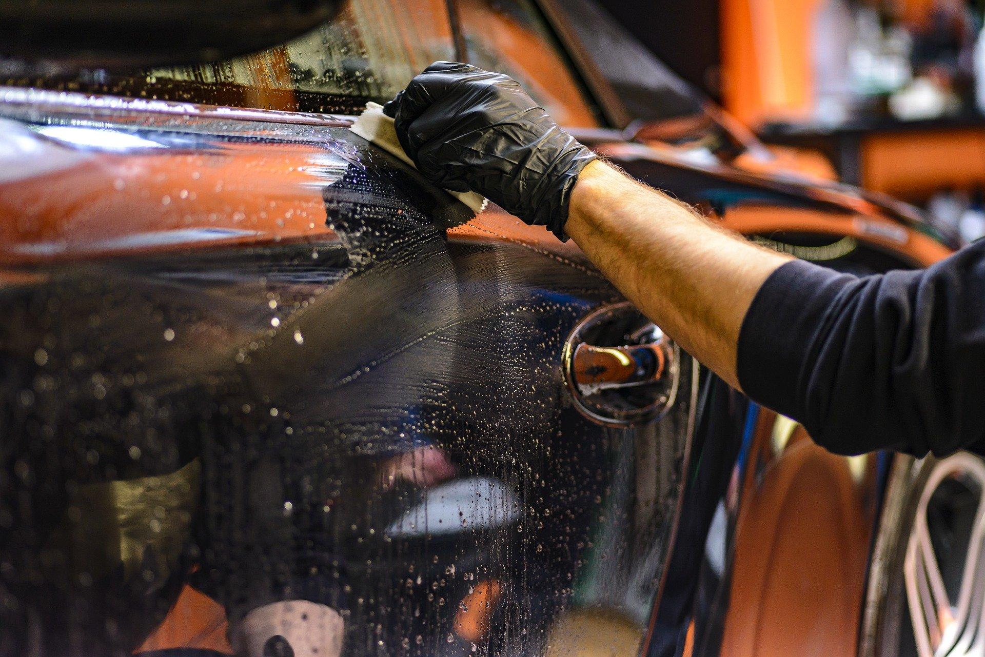 Auto professionell reinigen, polieren und pflegen - so klappt es!